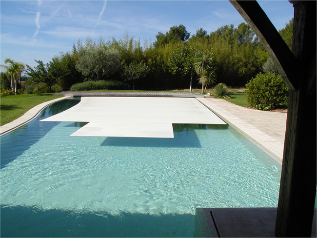 Realisations piscines prestige carrelages for Piscine aix les milles