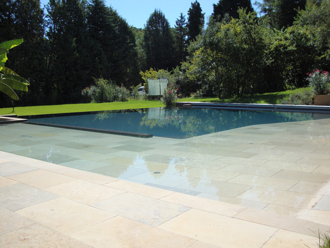 Realisations piscines prestige carrelages for Piscine miroir aix en provence